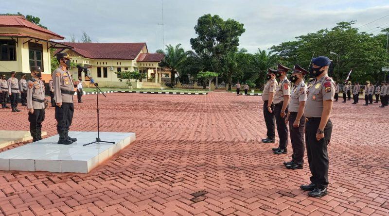 Kapolres Nagan Raya Pimpin Upacara Korps Raport Bagi 18 Personel yang Naik Pangkat