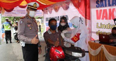 Masyarakat Kabupaten Nagan Raya Antusias Mengikuti Vaksinasi Drive Thru Polres Nagan Raya